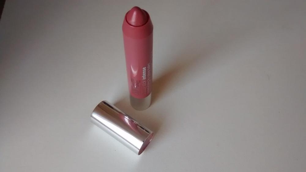 Chubby Stick Intense Moisturizing Lip Colour Balm in Curviest Caramel.